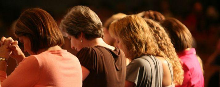 women-praying